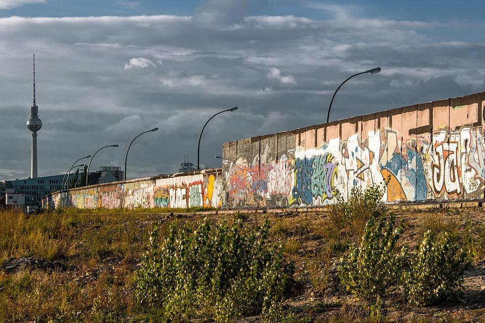 El muro de Berlín cayó por sus contradicciones
