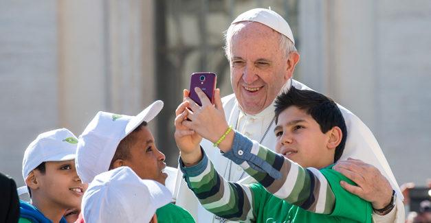 La propuesta del Papa para evitar que niños vean porno