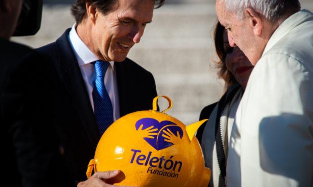 Papa Francisco, la primera donación de Teletón México