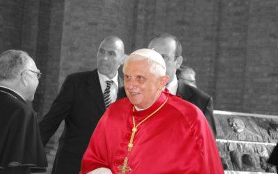 Cinco ideas de Benedicto que Francisco aplica y es tildado de «comunista»