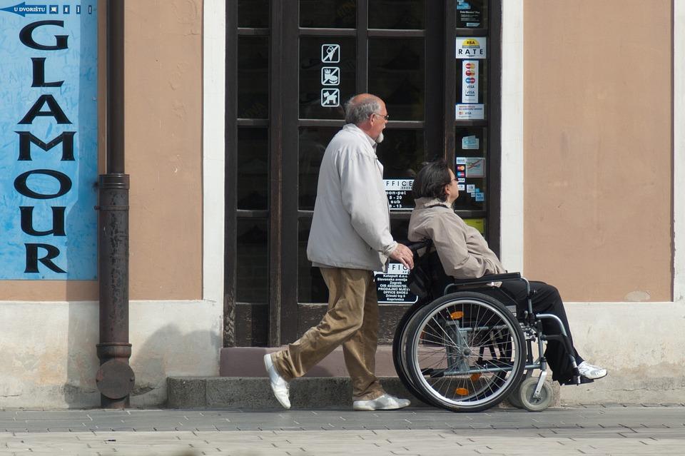El Papa lamenta discriminación contra personas con discapacidad