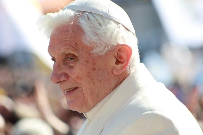 Benedicto XVI vive su renuncia sin arrepentimiento
