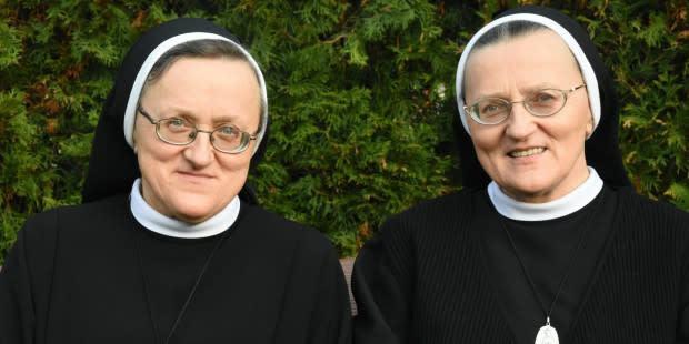 ¡Estas gemelas, separadas al nacer, se encuentran en el mismo convento!