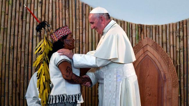 El Papa pide espacios para mujeres y laicos, sin «clericalizaciones»