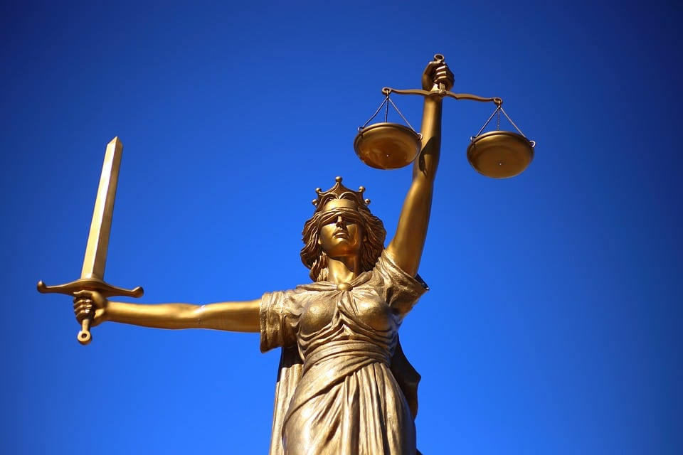 La ley, ¿cumplirla o no?