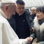 Papa Francisco encuentra a la mujer del polémico «agarrón»