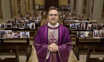 Un sacerdote italiano a sus fieles: Siguen estando aquí conmigo…