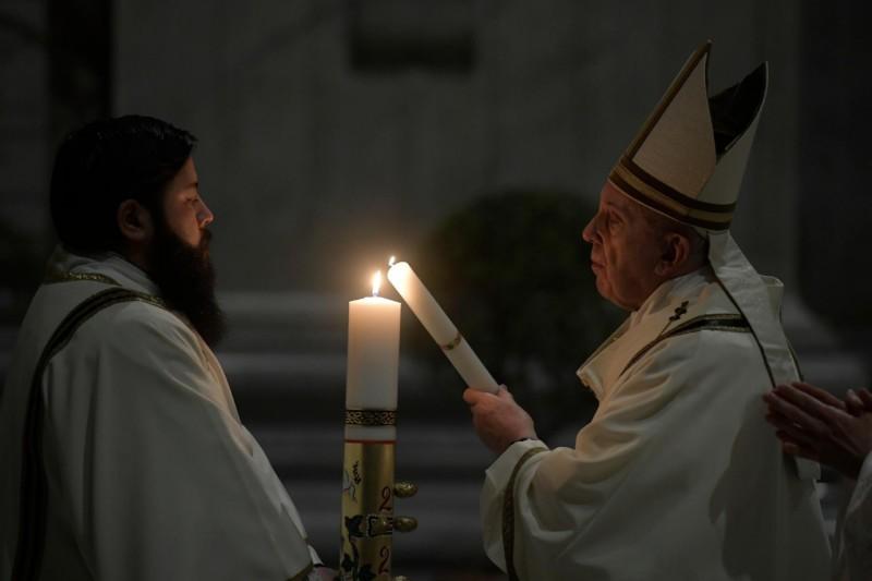 """""""En esta noche conquistamos un derecho fundamental, que no nos será arrebatado:el derecho a la esperanza"""" Papa Francisco"""