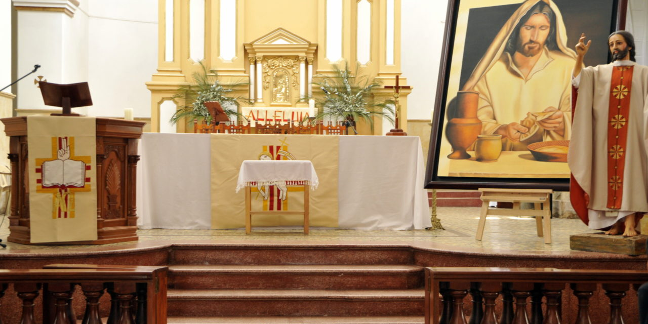 Sacerdocio, Eucaristía, Mandamiento del Amor; los tres regalos del Señor: Semana santa de los crucificados