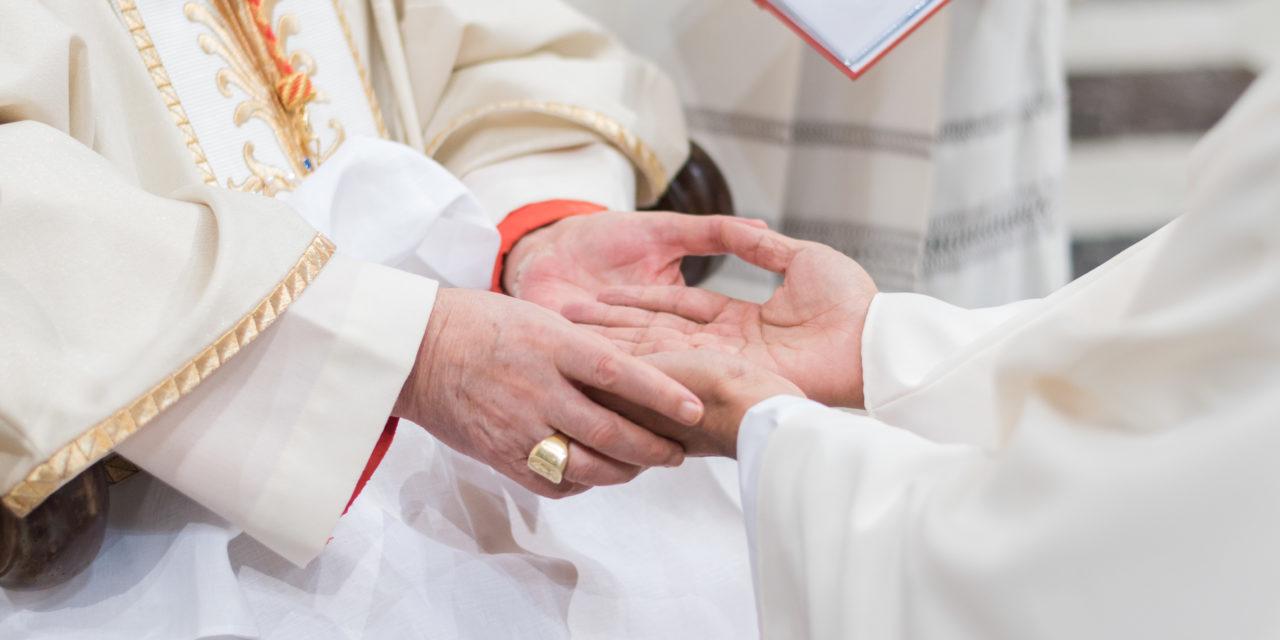 El sacerdocio y la misa crismal: Semana santa de los crucificados