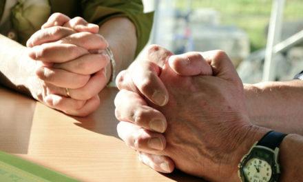 Familias que oran, familias fuertes