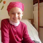 Anne Gabrielle, de 8 años, hacia los altares