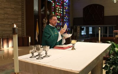 En busca de orden: Volvamos con alegría a la Eucaristía
