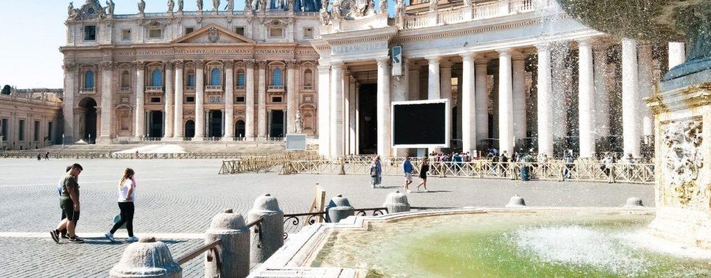 El Vaticano preocupado por los retrasos en la campaña de vacunación