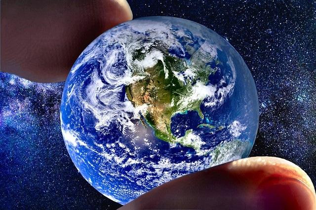 """Los """"defectos"""" del mundo y Dios"""