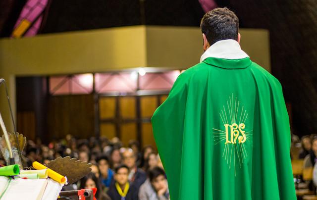 Sacerdocio bautismal y sacerdocio ministerial