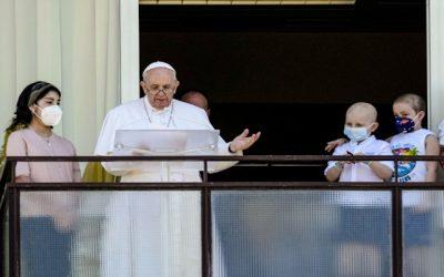 """El Papa Francisco se recupera: """"Que todo enfermo reciba la unción"""""""