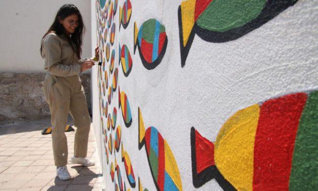 Pinta los muros vandalizados con mensajes de esperanza