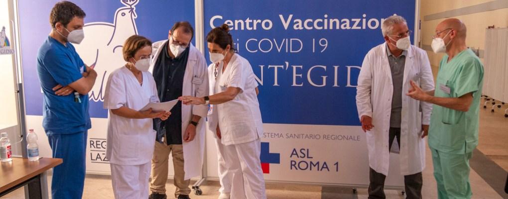 El centro de vacunación de la Comunidad de San Egidio en Roma no deja a nadie atrás