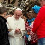 Papa Francisco: «A los pobres se les abraza, no se les cuenta»