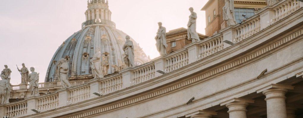 El Vaticano pide dar prioridad a la vacunación entre los más pobres