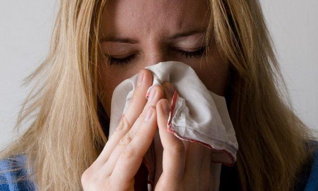 Inmunizar a la población contra la covid-19 no la hace más vulnerable a la gripe