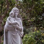 ¿Cómo puede María ser la Madre de su Creador? (Dogmas marianos)