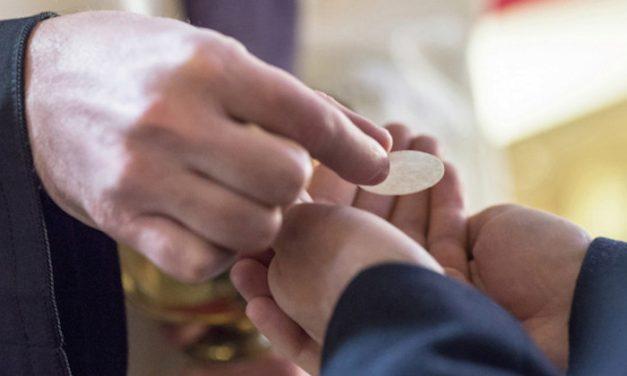 Comunión en la mano o en la boca, ¿qué es lo importante?